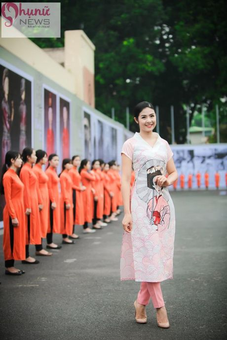 Ngoc Han thuot tha trong chiec ao dai tu thiet ke tai Festival Ao dai - Anh 1