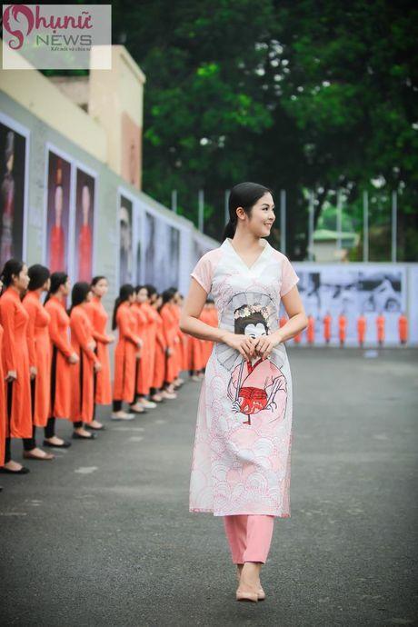 Ngoc Han thuot tha trong chiec ao dai tu thiet ke tai Festival Ao dai - Anh 3