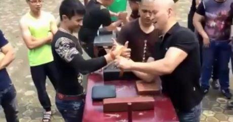 'Ong chu' 44 tuoi tung ha guc vo dich vat tay the gioi - Anh 1