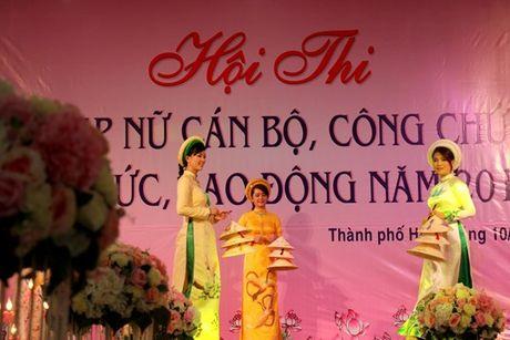 Ngam ve dep cua nu CNVC-LD thuot tha trong ta ao dai Hue - Anh 2