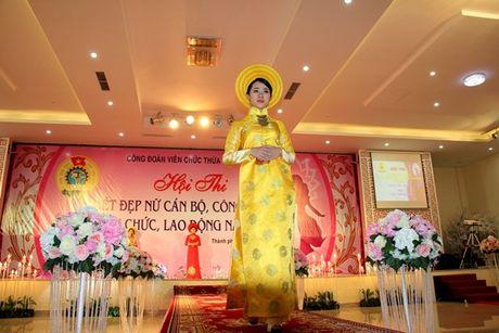 Ngam ve dep cua nu CNVC-LD thuot tha trong ta ao dai Hue - Anh 5