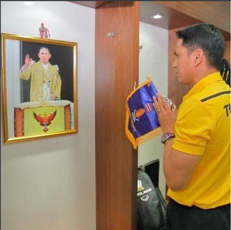 Vua Bhumibol bang ha, bong da Thai Lan ngung moi hoat dong nam 2016 - Anh 2
