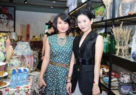 Le Quyen khoe kheo tui xach hon 300 trieu khi di su kien - Anh 5