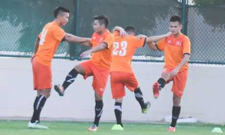 Diem tin bong da toi ngay 14/10: U19 Viet Nam bat dau hanh trinh chinh phuc World Cup - Anh 1