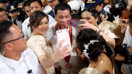Tong thong Philippines goi ong Obama va phuong Tay la 'do ngoc' - Anh 2