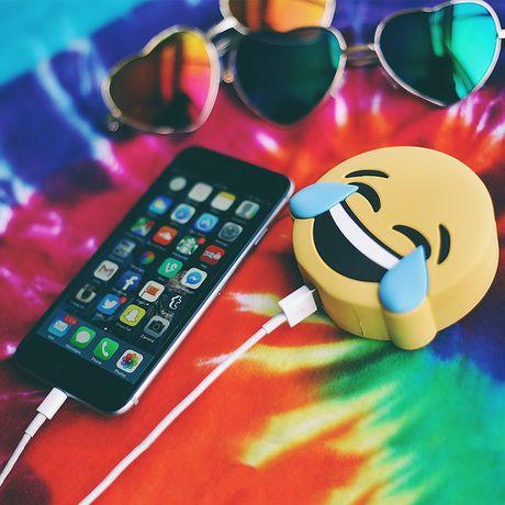11 mon qua cho nhung nguoi phat cuong vi emoji - Anh 8