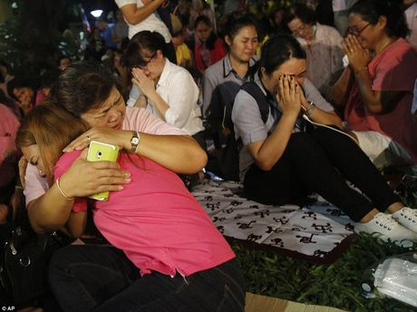 Nhin nhung buc anh nay, nguoi ta moi hieu nguoi dan Thai Lan dau don den nhuong nao truoc su ra di cua vua Bhumibol - Anh 10