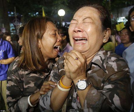 Nhin nhung buc anh nay, nguoi ta moi hieu nguoi dan Thai Lan dau don den nhuong nao truoc su ra di cua vua Bhumibol - Anh 11