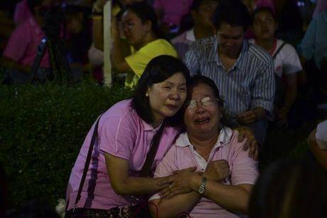 Nhin nhung buc anh nay, nguoi ta moi hieu nguoi dan Thai Lan dau don den nhuong nao truoc su ra di cua vua Bhumibol - Anh 5