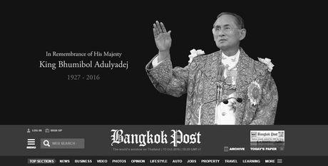 Hang loat trang bao Thai Lan chuyen mau den de tang Vua Bhumibol Adulyadej - Anh 2