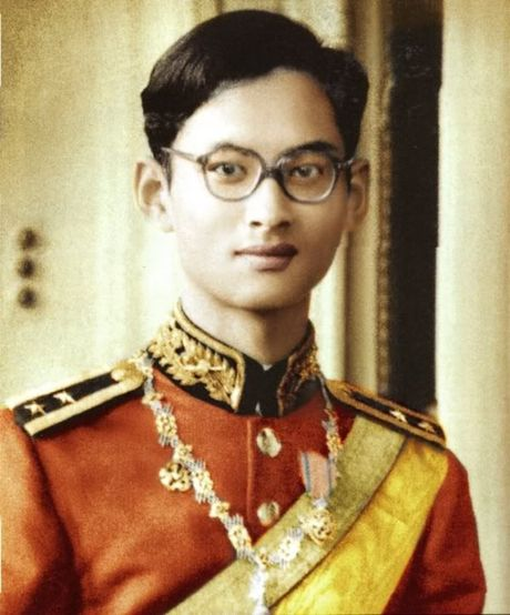 Quoc vuong Bhumibol: Vi Vua duoc yeu men nhat trong lich su Thai Lan - Anh 1