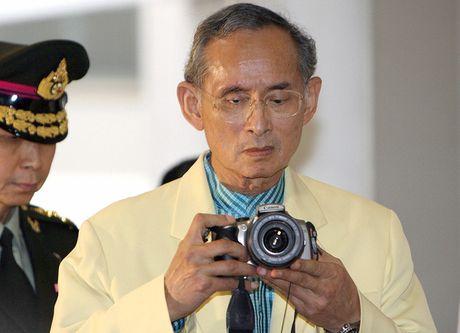Quoc vuong Bhumibol: Vi Vua duoc yeu men nhat trong lich su Thai Lan - Anh 3