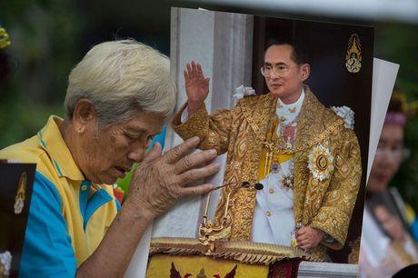 Quoc vuong Bhumibol: Vi Vua duoc yeu men nhat trong lich su Thai Lan - Anh 7