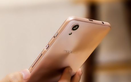 Dap hop smartphone Viet voi tinh nang selfie rang ro nhu tuoi 20 - Anh 5