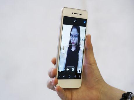 Dap hop smartphone Viet voi tinh nang selfie rang ro nhu tuoi 20 - Anh 6