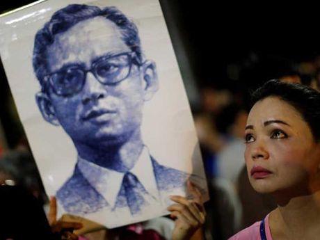 Quoc vuong Bhumibol: Vi thanh song cua nguoi Thai - Anh 1