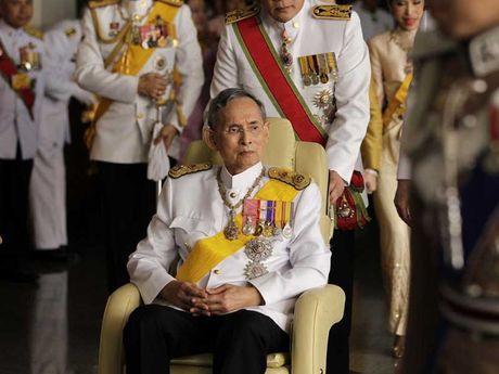 Quoc vuong Bhumibol: Vi thanh song cua nguoi Thai - Anh 4