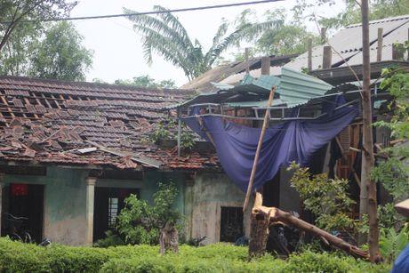 Quang Tri: Hang tram nha sap va toc mai vi loc xoay - Anh 3