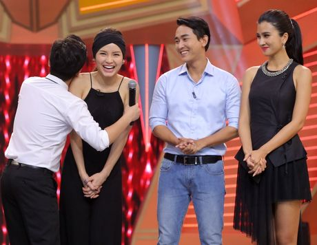Truong Giang om chat Kim Tuyen trong game show - Anh 2