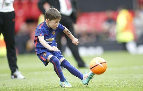 Ibrahimovic cho hai con trai gia nhap hoc vien cua Man United - Anh 2