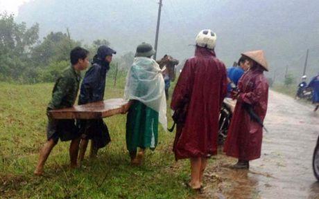Khoi to doi tuong tan cong kiem lam de cuop go lau - Anh 1