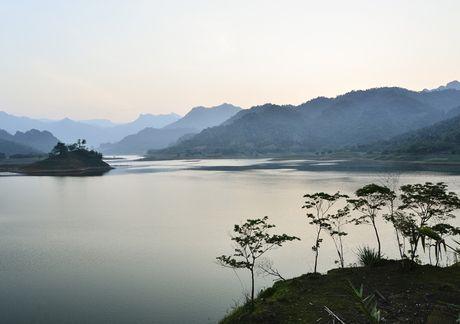 Lac vao huyen thoai giua long ho thuy dien Tuyen Quang - Anh 11