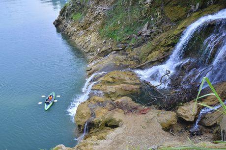 Lac vao huyen thoai giua long ho thuy dien Tuyen Quang - Anh 12