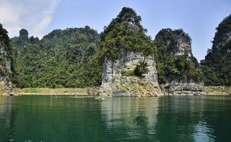 Lac vao huyen thoai giua long ho thuy dien Tuyen Quang - Anh 3