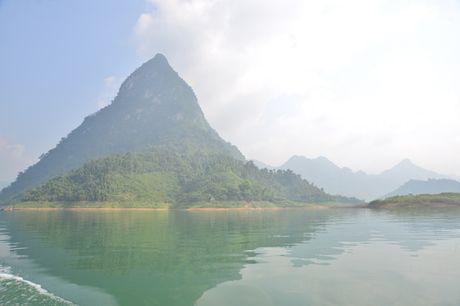 Lac vao huyen thoai giua long ho thuy dien Tuyen Quang - Anh 4