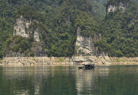 Lac vao huyen thoai giua long ho thuy dien Tuyen Quang - Anh 7