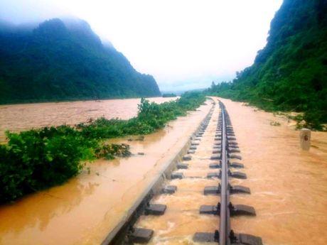Quang Binh khac phuc su co sat lo, som luu thong duong sat Bac-Nam - Anh 1
