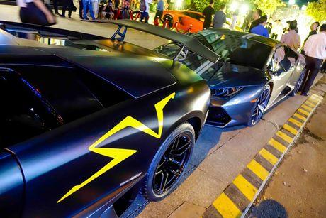 'Loa mat' truoc dan sieu xe toan Lamborghini tu hoi tai Sai Gon - Anh 2