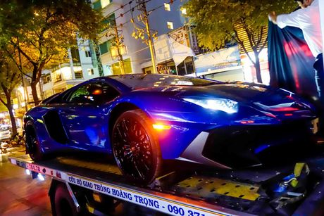 'Loa mat' truoc dan sieu xe toan Lamborghini tu hoi tai Sai Gon - Anh 4