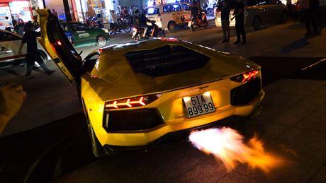 'Loa mat' truoc dan sieu xe toan Lamborghini tu hoi tai Sai Gon - Anh 9