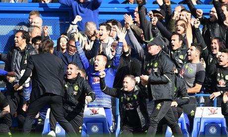Costa, Hazard, Moses lap cong, bay cao an no hanh cua Chelsea - Anh 11