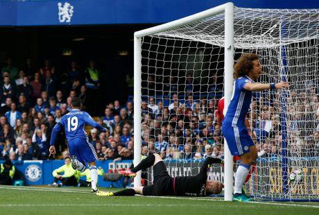 Costa, Hazard, Moses lap cong, bay cao an no hanh cua Chelsea - Anh 3