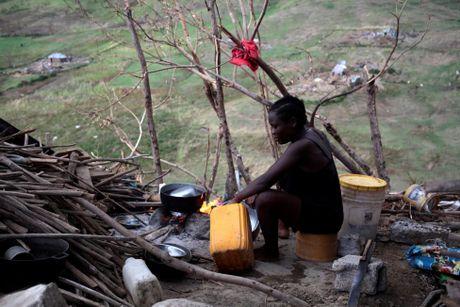 Tham canh cua nguoi dan Haiti sau dai chan bao Matthew - Anh 2