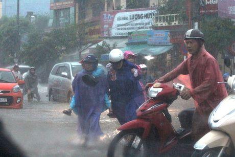 Quang Binh: Nuoc lu da chia cat hai huyen mien nui - Anh 5