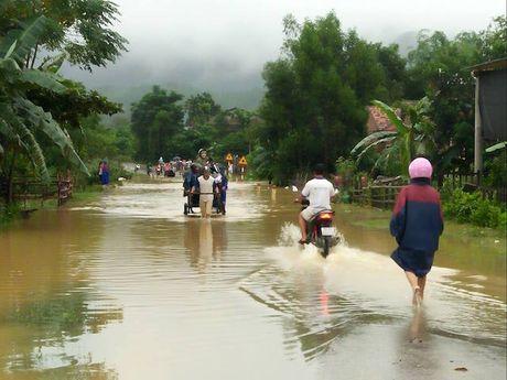 Quang Binh: Canh song cua nguoi dan 'chay lu' - Anh 6