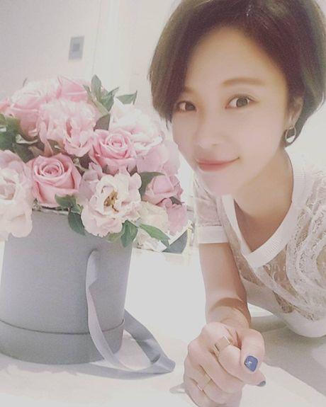 Sao Han 15/10: Kim Yoo Jung toc roi van kute, Ji Yeon tre nhu hoc sinh - Anh 5