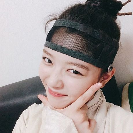 Sao Han 15/10: Kim Yoo Jung toc roi van kute, Ji Yeon tre nhu hoc sinh - Anh 6