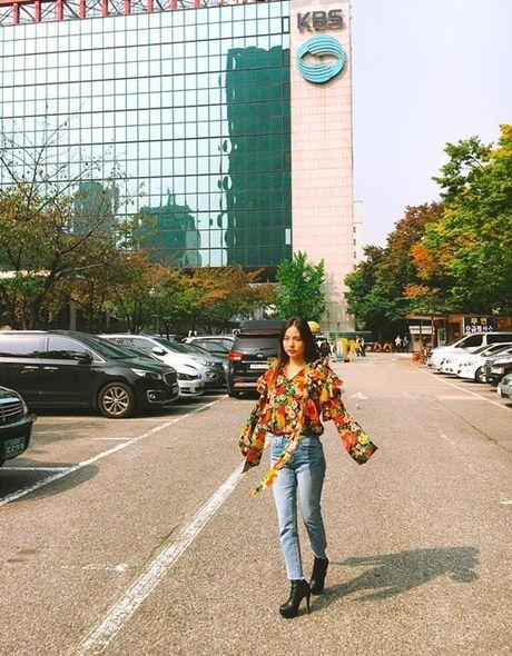 Sao Han 15/10: Kim Yoo Jung toc roi van kute, Ji Yeon tre nhu hoc sinh - Anh 7