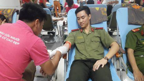Hang ngan sinh vien tham gia hien mau tai Ha Noi - Anh 3