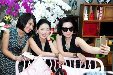 Le Quyen khoe kheo tui xach hon 300 trieu khi di su kien - Anh 3