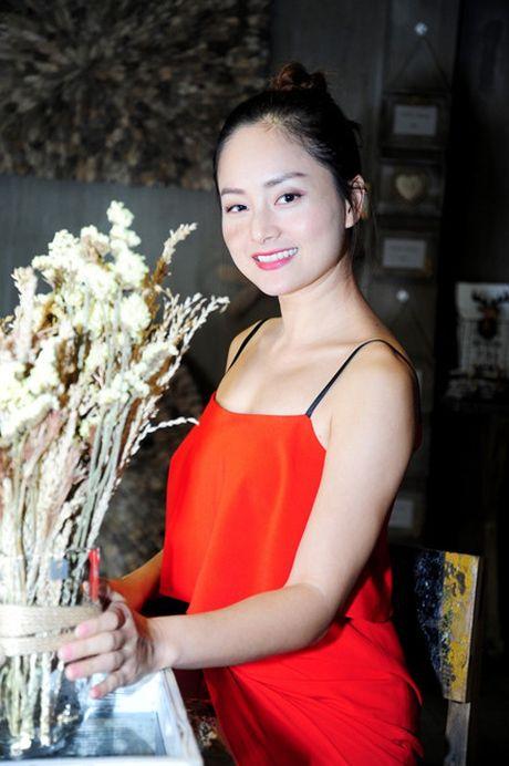 Le Quyen khoe kheo tui xach hon 300 trieu khi di su kien - Anh 6