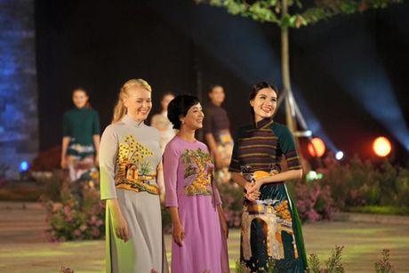Festival Ao dai Ha Noi 2016: Lung linh sac mau truyen thong - Anh 2