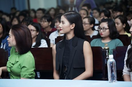 Quan quan Vietnam's Next Top Model Huong Ly 'song dep' cung sinh vien - Anh 2