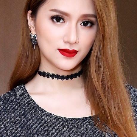 Huong Giang Idol nua kin nua ho van noi bat tren tham do - Anh 8