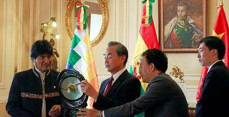 Bolivia tat vao mat Trung Quoc bang viec huy hop dong lam san bay - Anh 1
