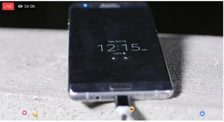35.000 nguoi 'ranh roi' dang ngoi xem Samsung Galaxy Note7 sac pin, cho phat no - Anh 1